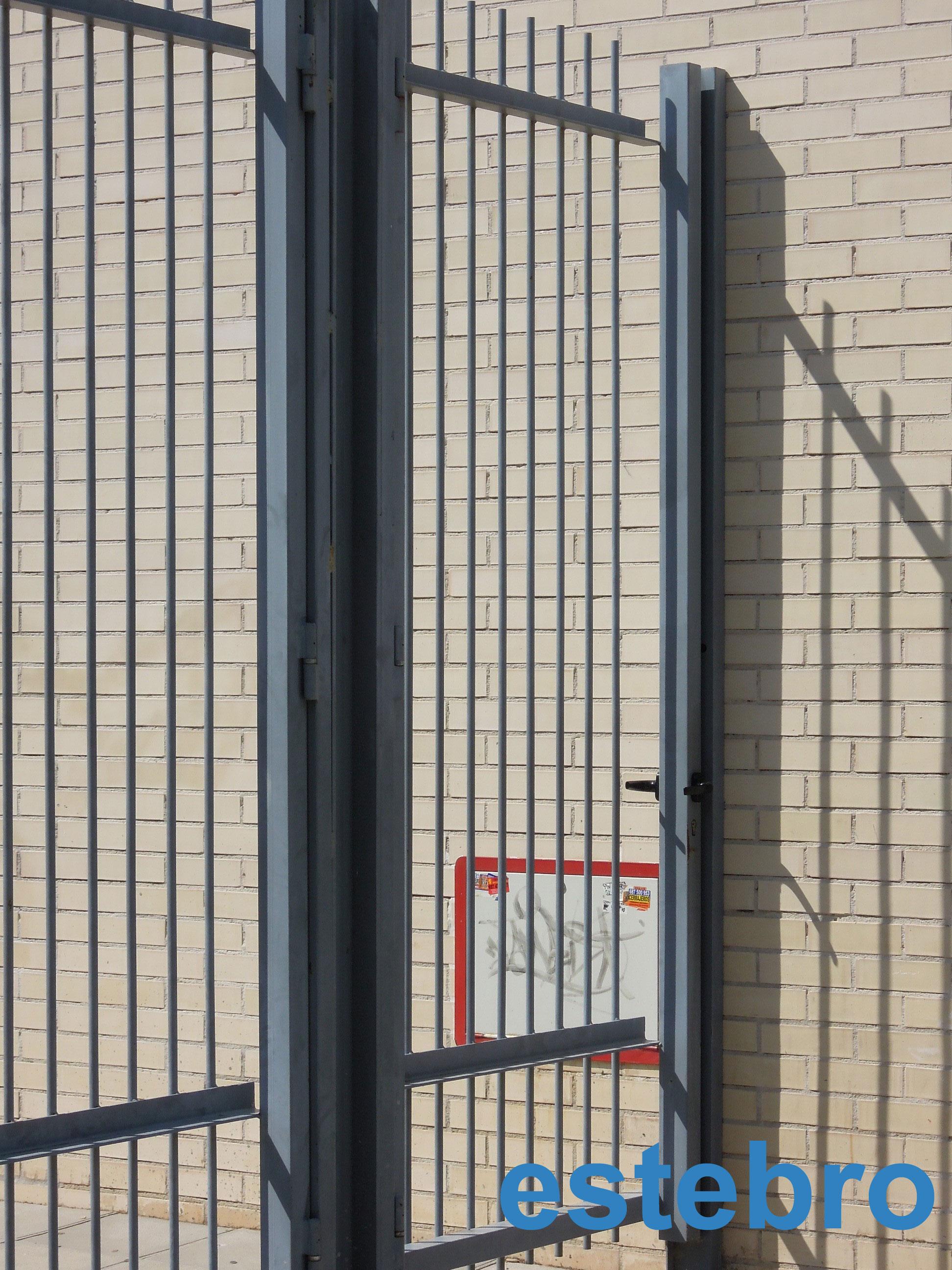 Pernios hierro herrajes puertas for Herrajes para puertas